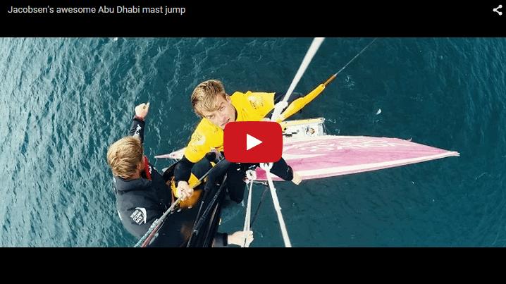 Nick Jacobsen saltando desde un mastil de 30m en un barco en movimiento