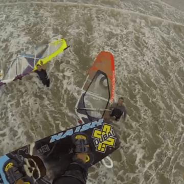 [:es]Saltando por encima de Windsurfers - Kevin Langeree[:en]Jumping over windsurfers - Kevin Langeree[:]