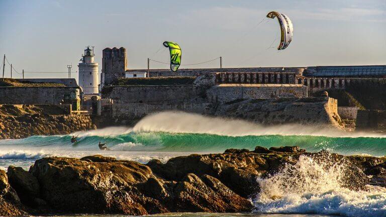 los 10 mejores spots de kitesurf en españa